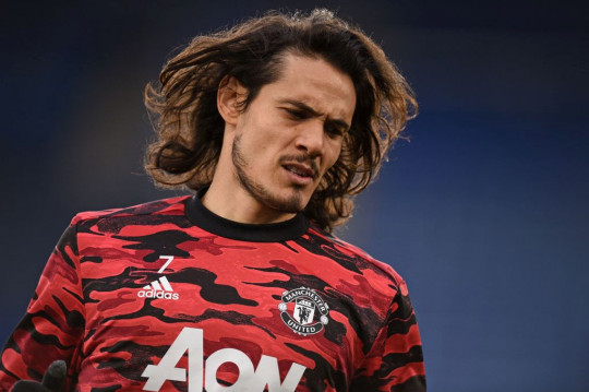 Edinson Cavani looks on ahead of Manchester United's FA Cup clash with Leicester