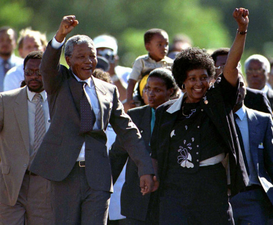 Nelson Mandela, accompanied by his wife Winnie, walks out of the Victor Verster prison near Cape Town after spending 27 years in apartheid jails in this February 11, 1990 file photo. REUTERS/Ulli Michel/Files (SOUTH AFRICA - Tags: CIVIL UNREST POLITICS TPX IMAGES OF THE DAY) ATTENTION EDITORS - THIS PICTURE IS PART OF PACKAGE '30 YEARS OF REUTERS PICTURES' TO FIND ALL 56 IMAGES SEARCH '30 YEARS' - RTR4PFAA