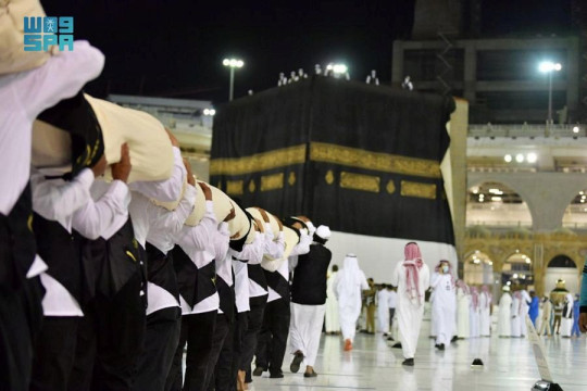 Officials carry the new covering cloth of the holy Kaaba (Kiswa) during the annual Haj pilgrimage, in the holy city of Mecca, Saudi Arabia, July 18, 2021.