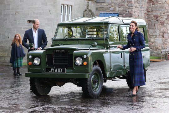 EDINBURGH, SCOTLAND - MAY 26: Prince William, Duke of Cambridge and Catherine, Duchess of Cambridge arrive in a Land Rover Defender that previously belonged to Prince Philip, Duke of Edinburgh to host NHS Charities Together and NHS staff at a unique drive-in cinema to watch a special screening of Disney???s Cruella at the Palace of Holyroodhouse on day six of their week-long visit to Scotland on May 26, 2021 in Edinburgh, Scotland. (Photo by Chris Jackson - WPA Pool/Getty Images) (Photo by Chris Jackson/Getty Images)